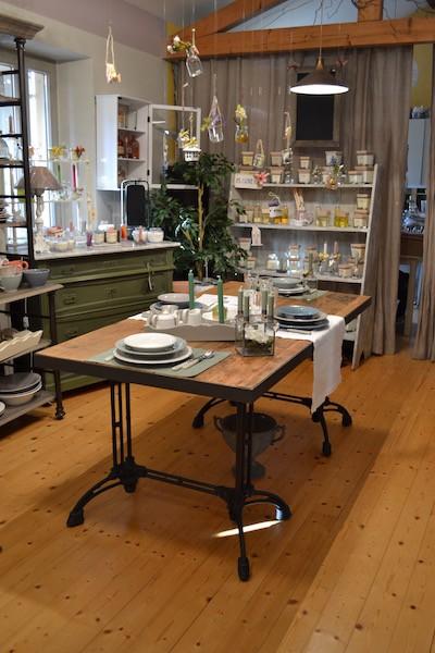 Tavolo in legno di olmo