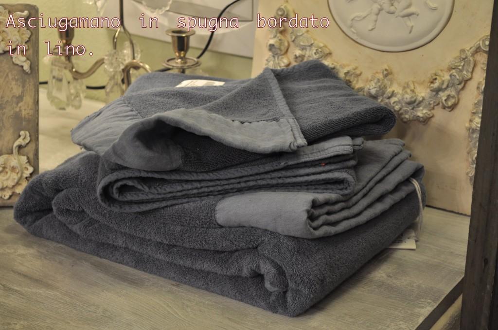 Asciugamano in spugna bordato in lino