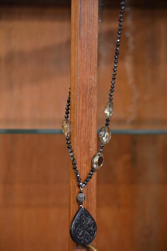 Collana lunga con agata e vetri