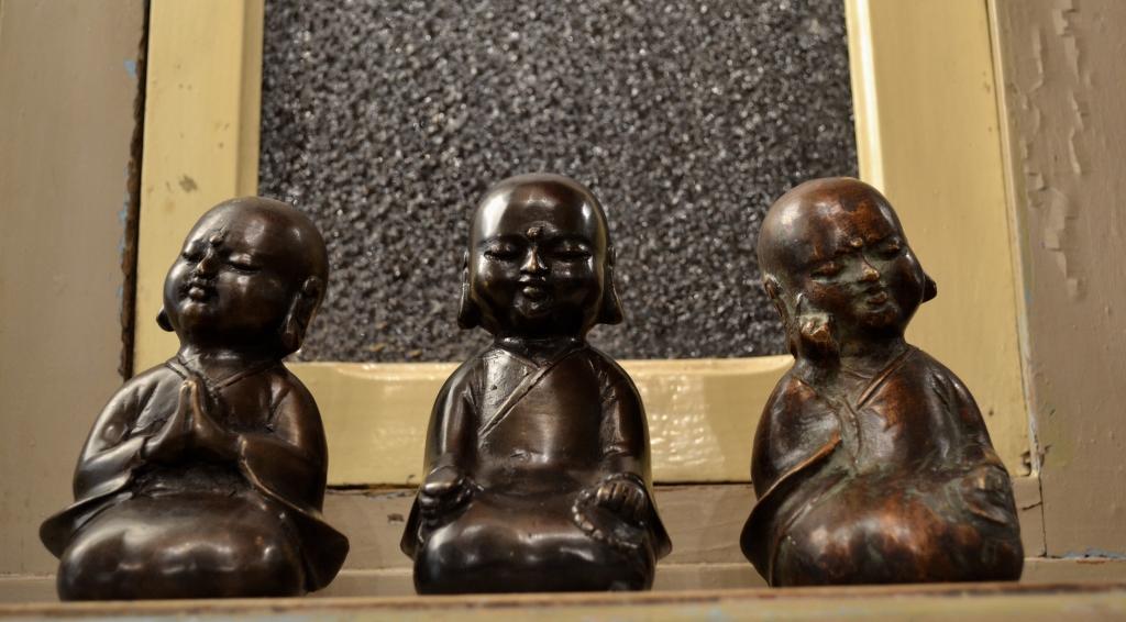 Piccoli monaci in bronzo – Indonesia