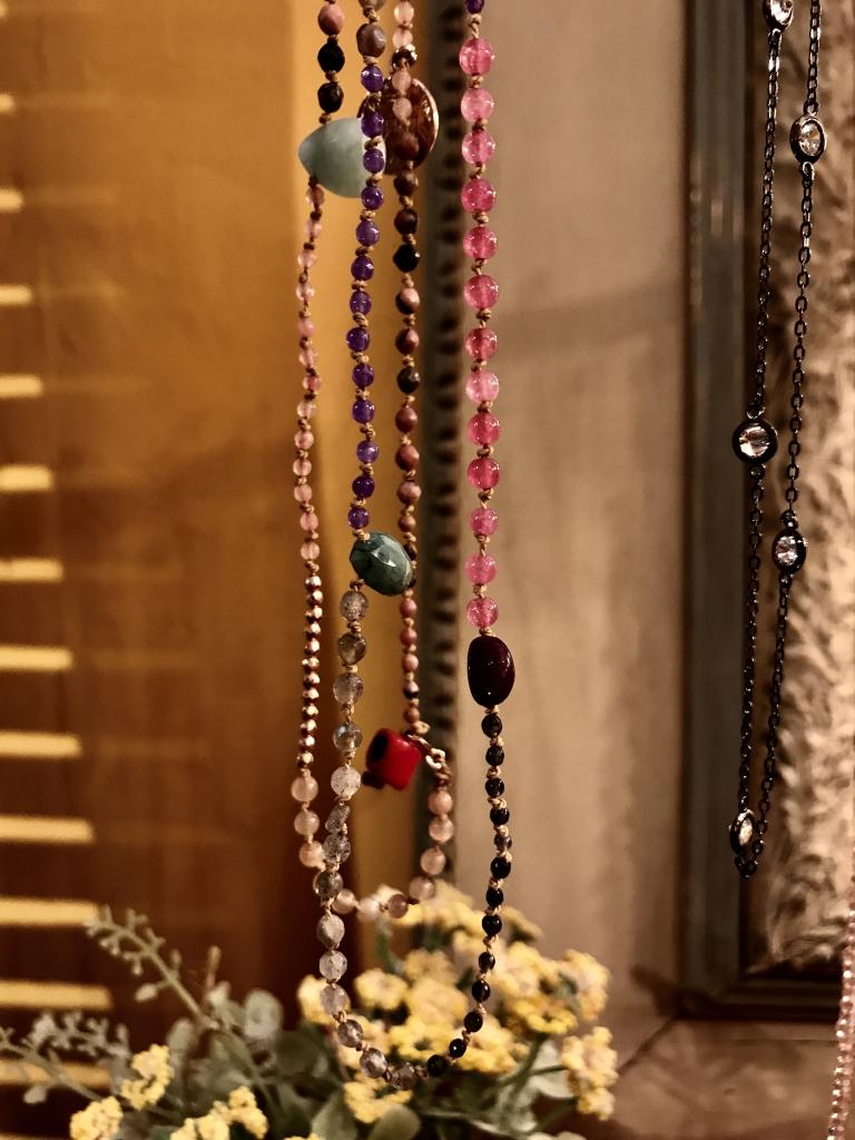 Collane – bracciale infilate a nodo con pietre semipreziose