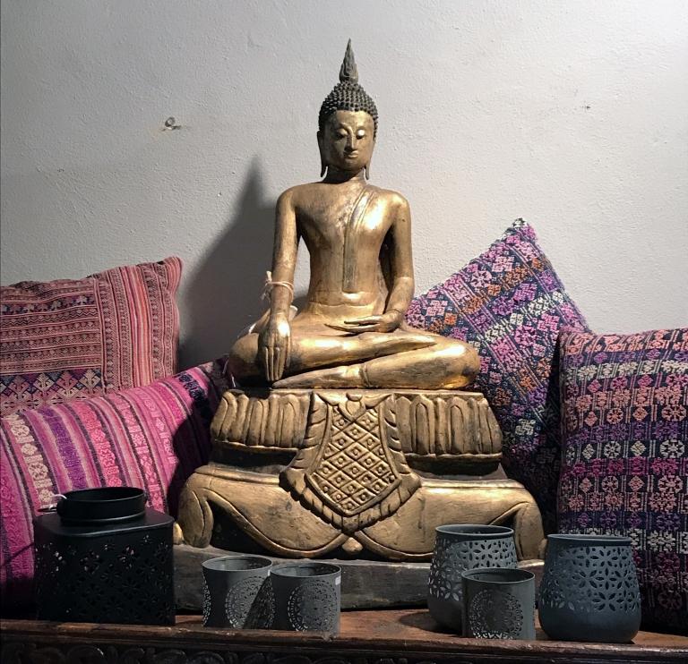 Bouddha antico – Birmania, Cuscini realizzati con antichi tessuti Miao o Hmong – Cina – Vietnam