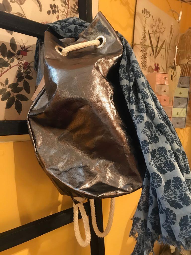 Uashmama capri bag e aghi bag paper bag