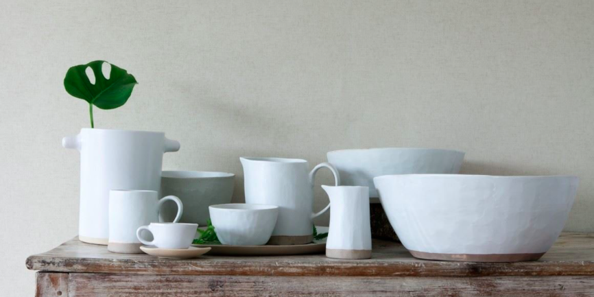 Servizio per la tavola in ceramica argillosa  realizzati con tecniche ancestrali