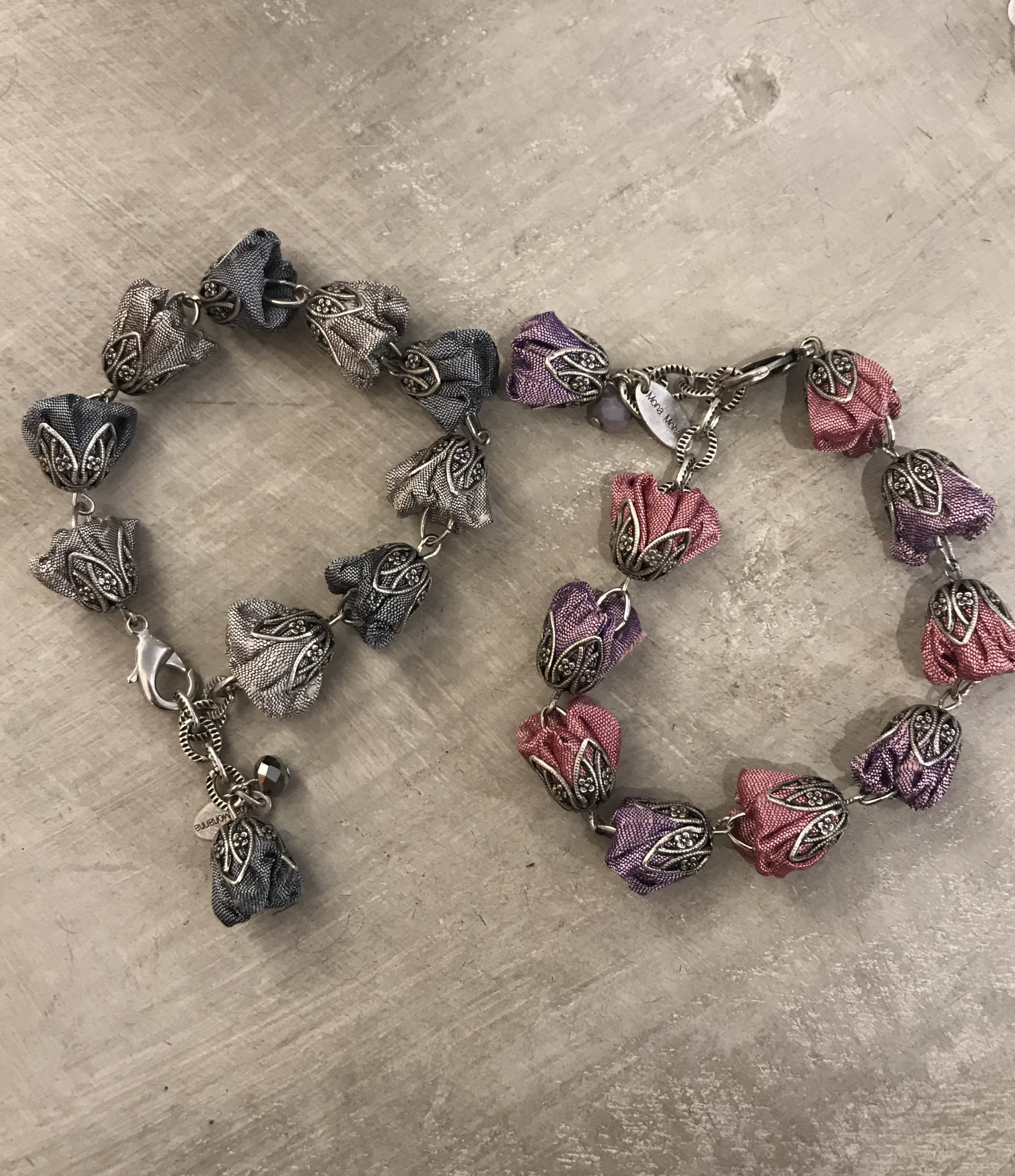 Braccialetti concatenati con cristalli e roselline in shantung