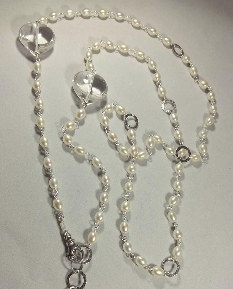 Collana concatenata argento con perle di acqua dolce e cristallo di rocca