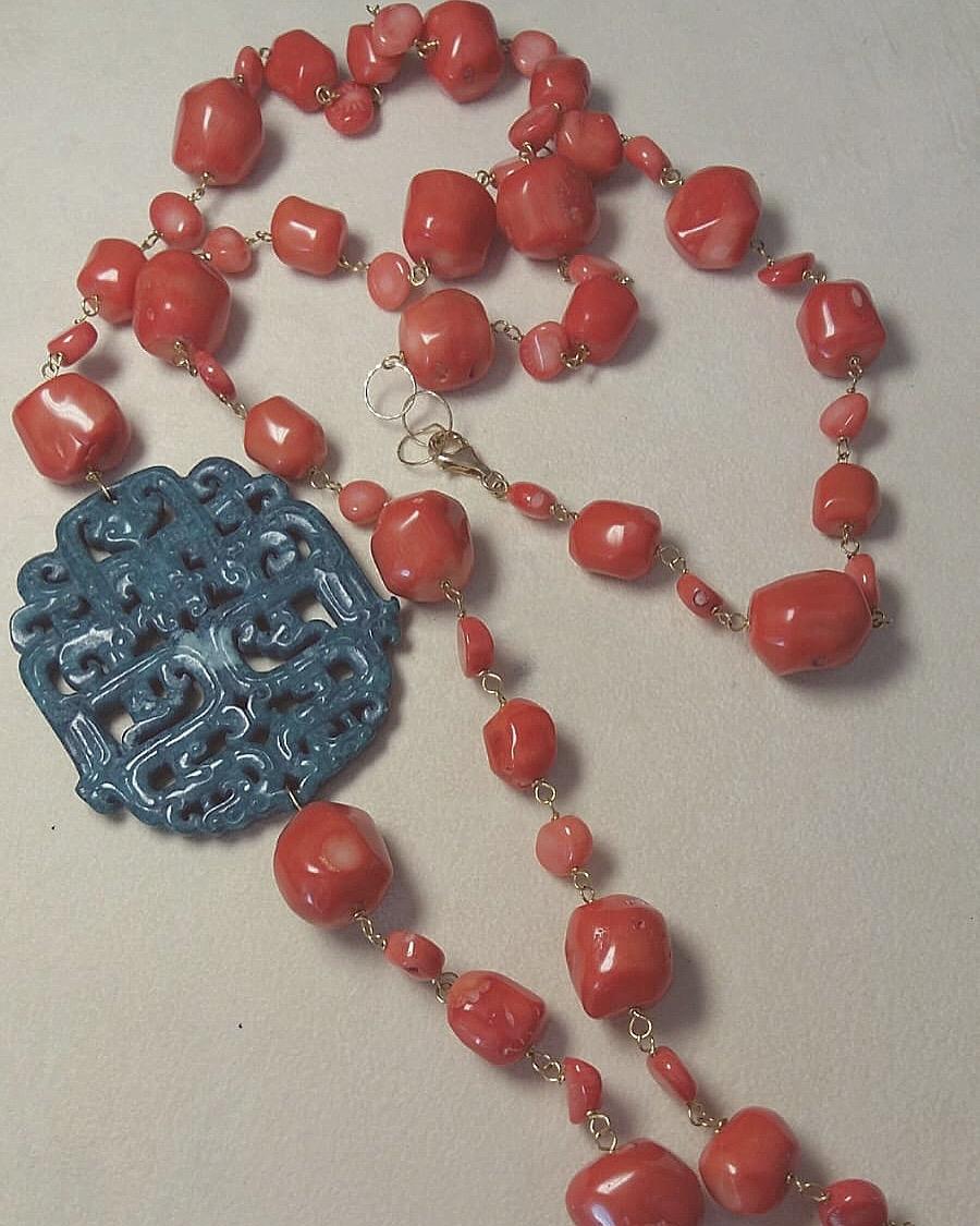 Collana in corallo bamboo con rosone in giadeite