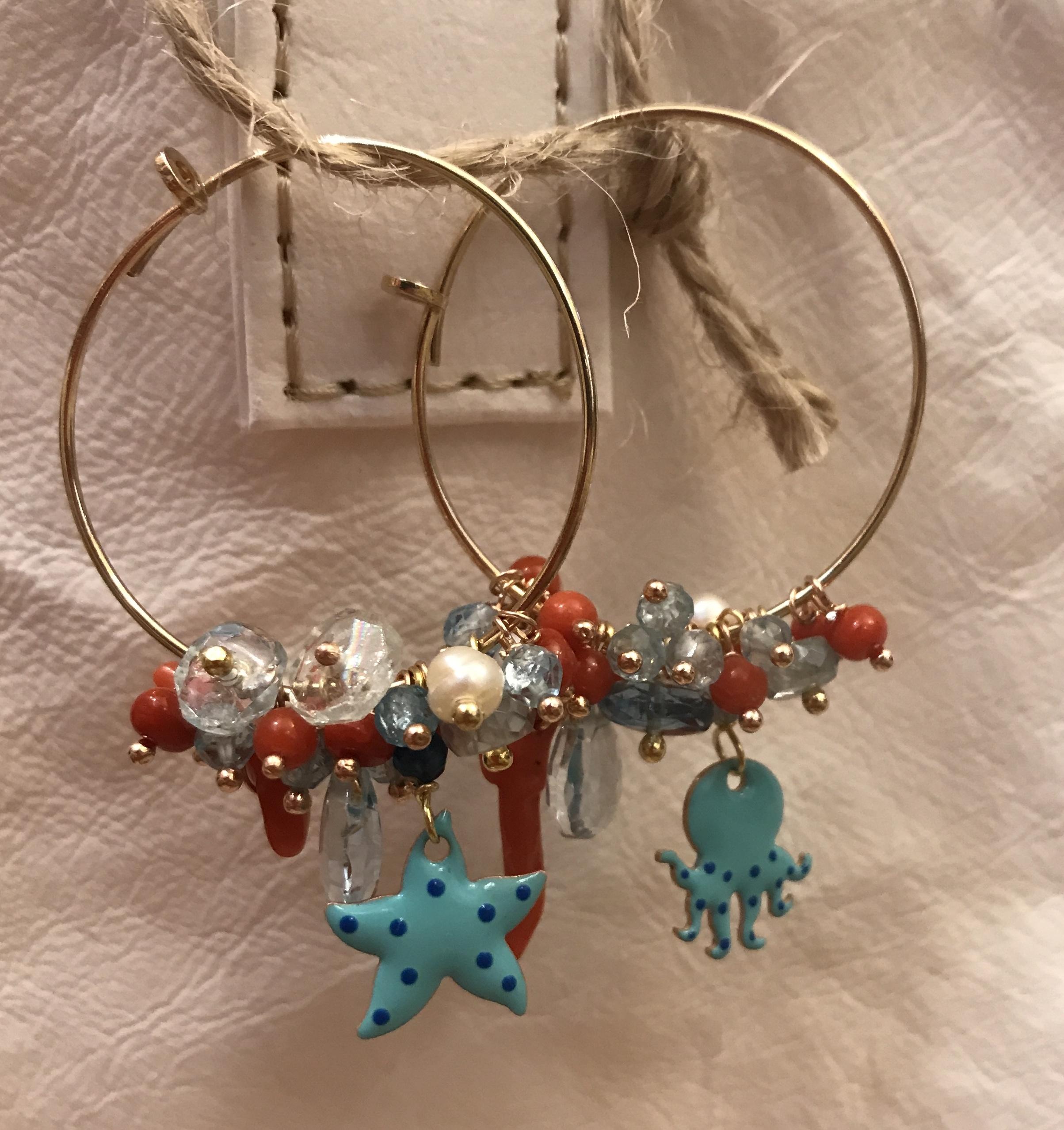 Orecchini argento con corallo e pietre semipreziose.